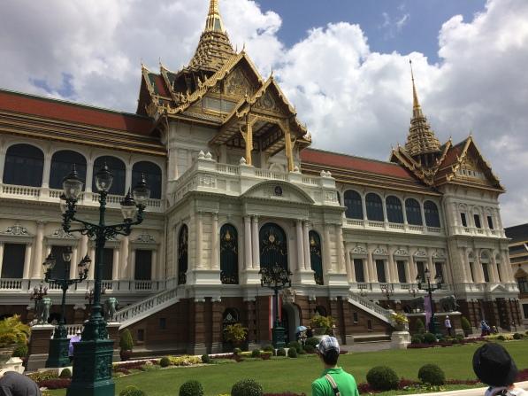 يتميز القصر بتصاميم معمارية رائعة