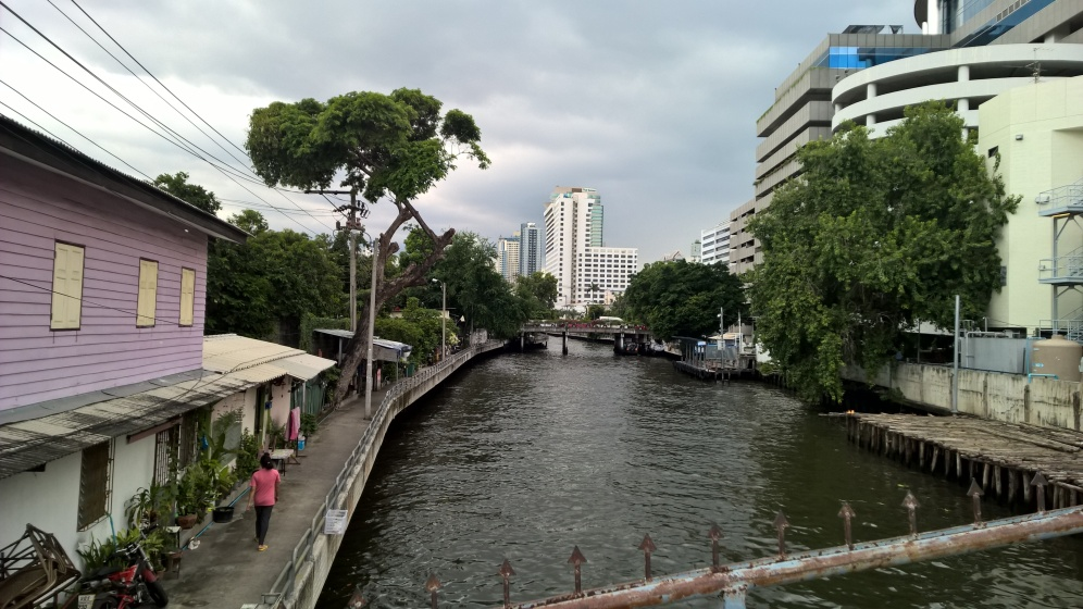 توفر القنوات المائية في بانكوك طريق هام للمواصلات العامة