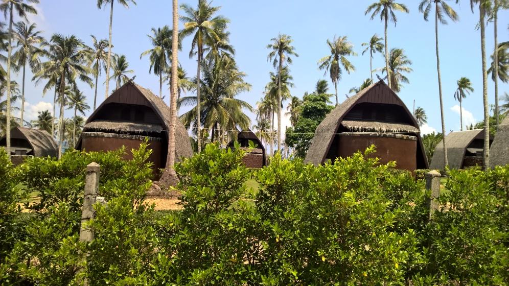 يتبنى معظم الفنادق تصاميم تتكامل مع الوسط المحيط