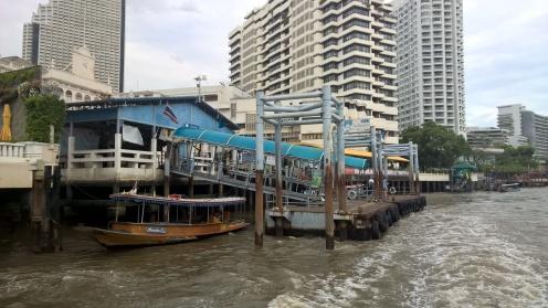 إحدى محطات القوارب