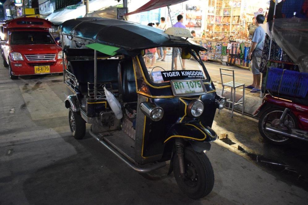 عربة التوكتوك التقليدية