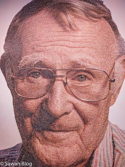 صورة المؤسس تم تشكيلها من صور جميع موظفي الشركة