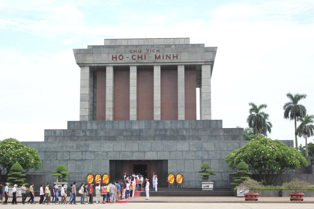 13-Ho_Chi_Minh_Mausoleum_By Lars Curfs.jpg